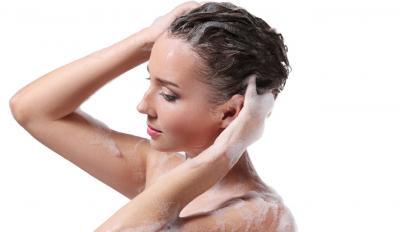 Cómo hacer shampoo repelente para piojos